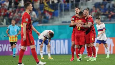 12июня. Санкт-Петербург. Бельгия— Россия— 3:0. Игроки бельгийской сборной радуются после окончания встречи.