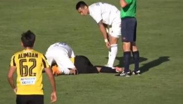 Футболист «Кайрата» потерял сознание вовремя матча. Видео