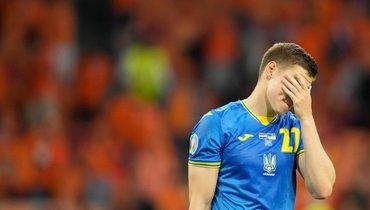 13июня. Амстердам. Голландия— Украина— 3:2. Защитник гостей Николай Матвиенко.