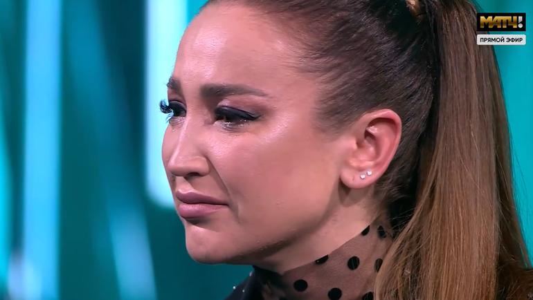 Ольга Бузова расплакалась впрямом эфире.