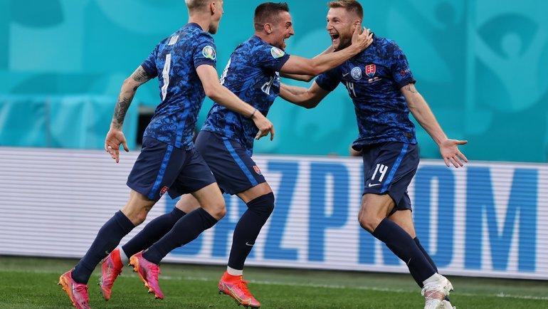 Милан Шкриньяр (справа) празднует гол. Фото Официальный Twitter Евро 2020.
