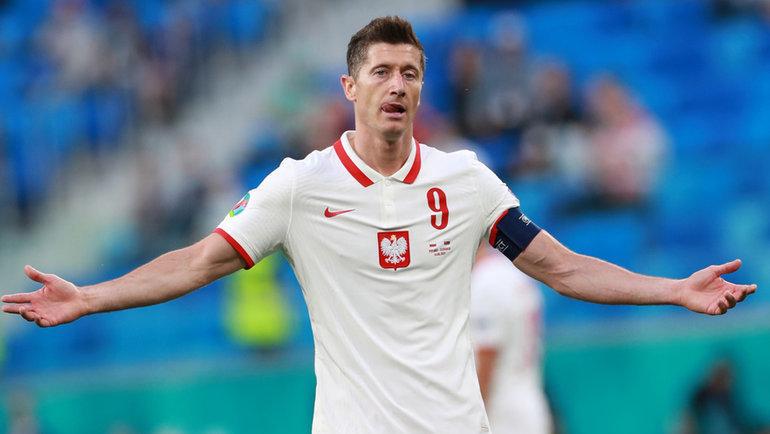 14июня. Санкт-Петербург. Польша— Словакия— 1:2. Лидер польской сборной Роберт Левандовски после матча.