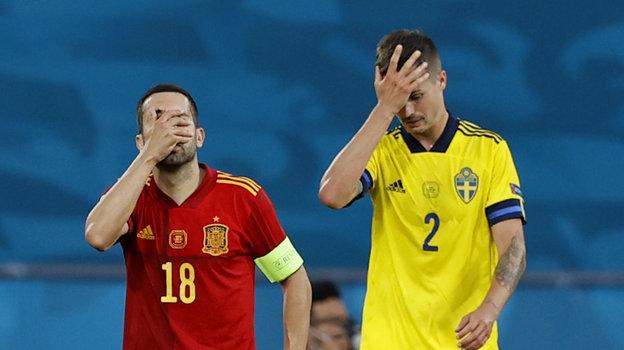14июня. Севилья. Испания— Швеция— 0:0. Жорди Альба иМикаэль Лустиг.