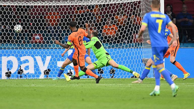 13июня. Амстердам. Голландия— Украина— 3:2. Джорджиньо Вайналдум забивает первый гол. Фото AFP
