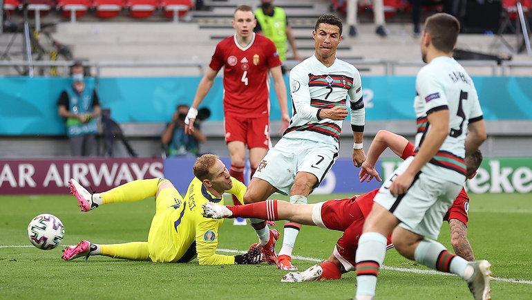 15июня. Будапешт. Венгрия— Португалия— 0:3. Криштиану Роналду посылает третий гол вворота Петера Гулачи.