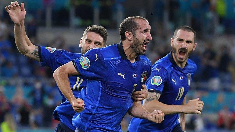 Италия— Швейцария: Бригада Карасева отменила гол Кьеллини. Фото AFP