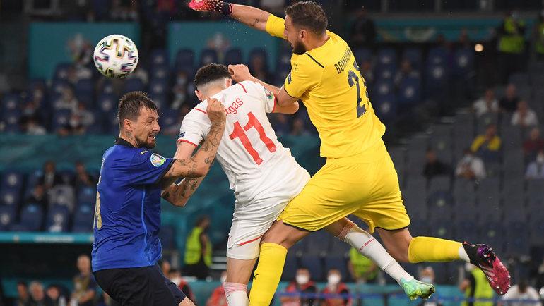 16 июня. Италия — Швейцария — 3:0. Фото Reuters