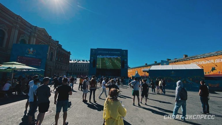17июня. Санкт-Петербург. Фан-зона наКонюшенной площади. Фото Севастиан Терлецкий, «СЭ»