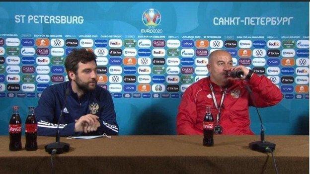 Георгий Джикия иСтанислав Черчесов напресс-конференции перед матчем сФинляндией. Фото Twitter