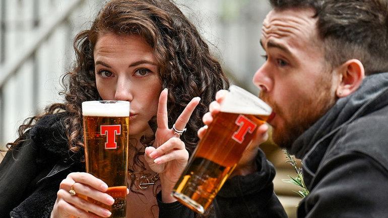 Пить пиво— вредно или нет? Фото Getty Images