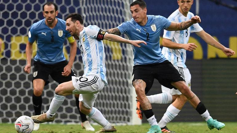 19июня. Аргентина— Уругвай— 1:0. Лионель Месси ватаке. Фото AFP