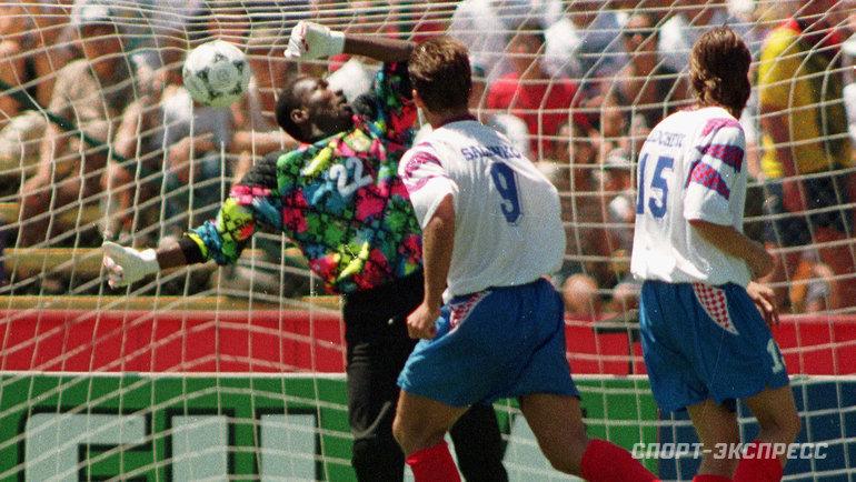 28июня 1994 года. Россия— Камерун— 6:1. Олег Саленко забивает гол. Фото Александр Федоров, «СЭ»