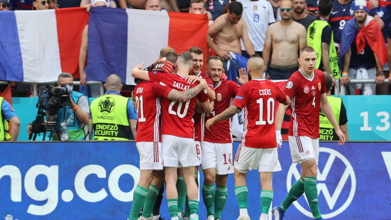 19июня. Будапешт. Венгрия— Франция— 1:1. Футболисты сборной Венгрии после победы над французами. Фото Reuters