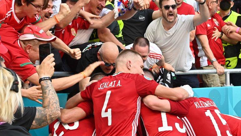 19 июня. Будапешт. Венгрия — Франция — 1:1. Футболисты сборной Венгрии после победы над французами. Фото AFP