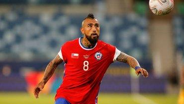 Видаль иеще несколько игроков сборной Чили нарушили режим Кубка Америки вечеринкой спроститутками
