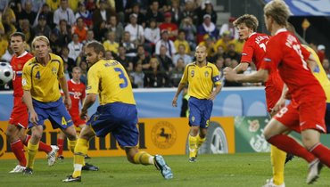 Андрей Аршавин (№10)— автор второго гола вматче Россия— Швеция (2:0) 18июня 2008 года вИнсбруке.