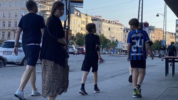 """Юный болельщик в футболке Кристиана Эрикссена. Фото """"СЭ"""""""
