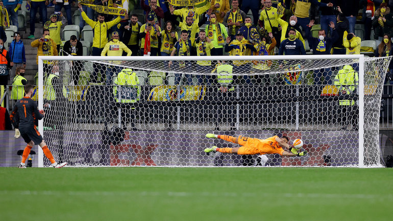 Давид Де Хеа не забивает одиннадцатый пенальти. Фото Kacper Pempel, Getty Images