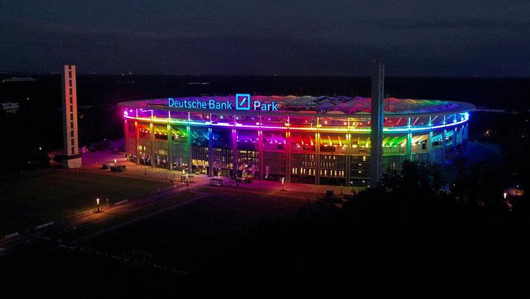 Радужная подсветка настадионе вМюнхене. Фото Reuters