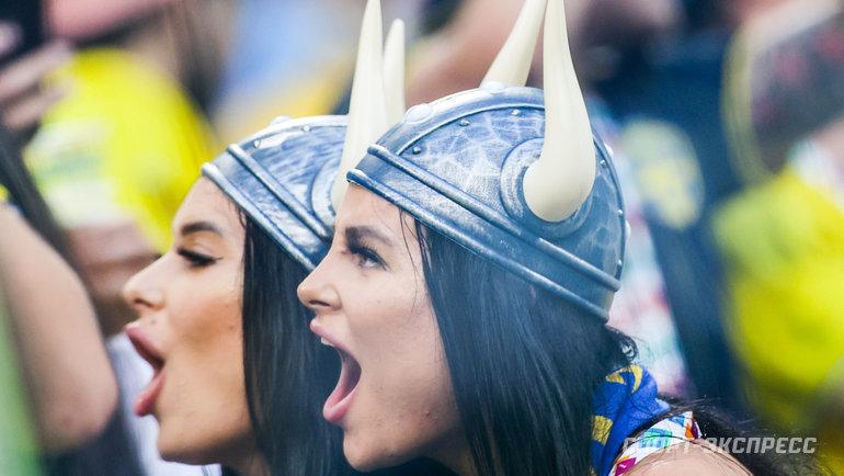 23июня. Санкт-Петербург. Швеция— Польша— 3:2. Очаровательные болельщицы сборной Швеции.