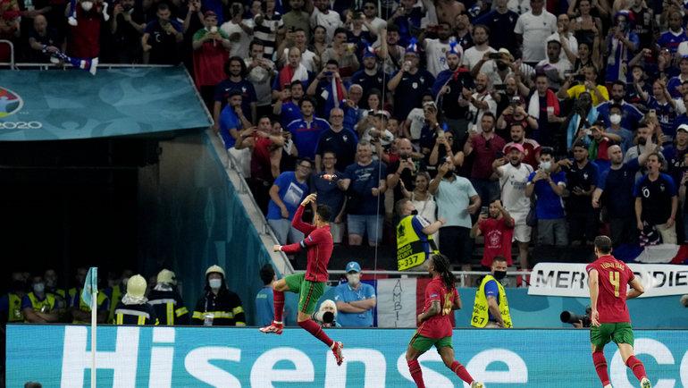 Форвард сборной Португалии Криштиану Роналду празднует гол. Фото Reuters