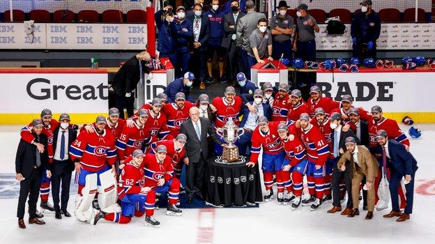 25июня. «Монреаль»— «Вегас»— 3:2 ОТ. Победителям вручили кубок. Фото Twitter