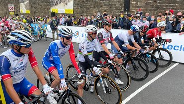 Велогонщики перед стартом. Фото «Тур деФранс».