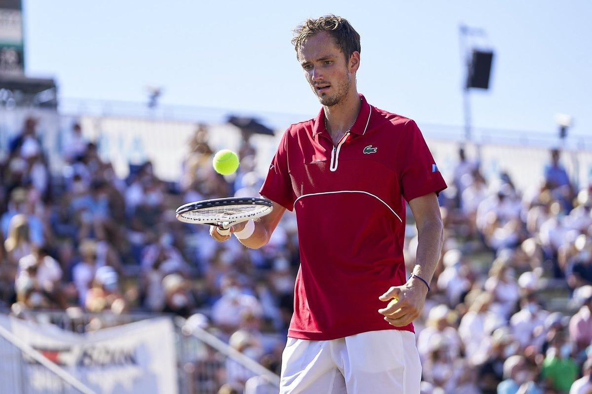 Медведев выиграл первый титул натраве. Шансы наУимблдон повышаются