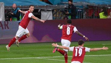 Италия— Австрия: Арнаутович забил первый мяч, новидеоарбитры определили офсайд