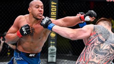 Александр Волков проиграл Сирилу Гану единогласным решением судей вглавном бою турнира UFC Fight Night 190.