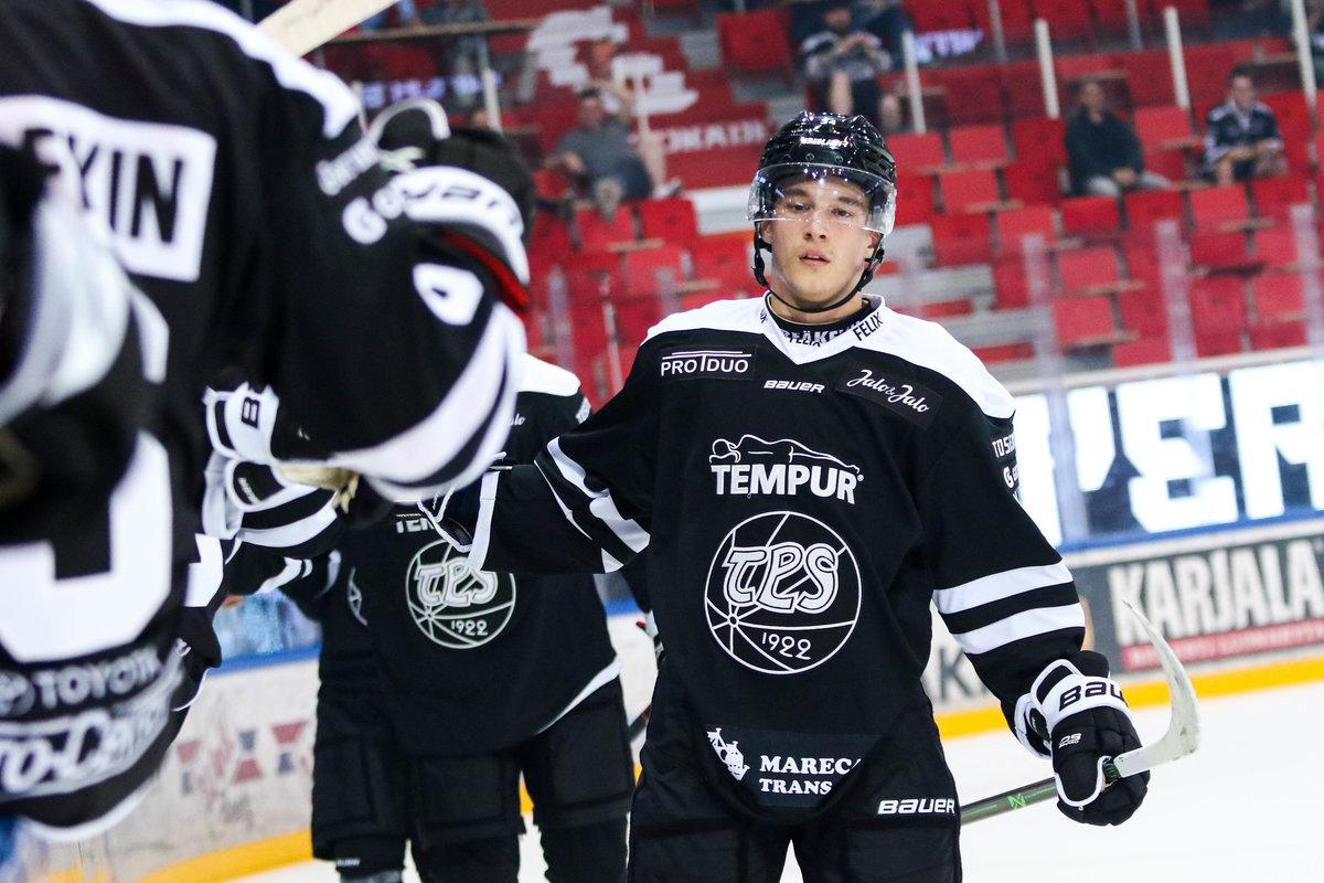 Талантливый хоккеист нехочет играть вРоссии, аКапризов добивается своего