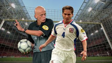 21 год назад матч Нидерландов иЧехии наЕвро завершился грандиозным скандалом. Великий Недвед стоял наколенях перед Коллиной