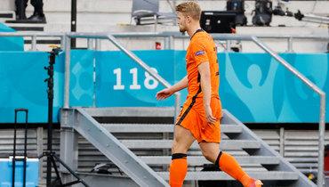...защитнику голландцев Маттейсу деЛигту. Фото AFP