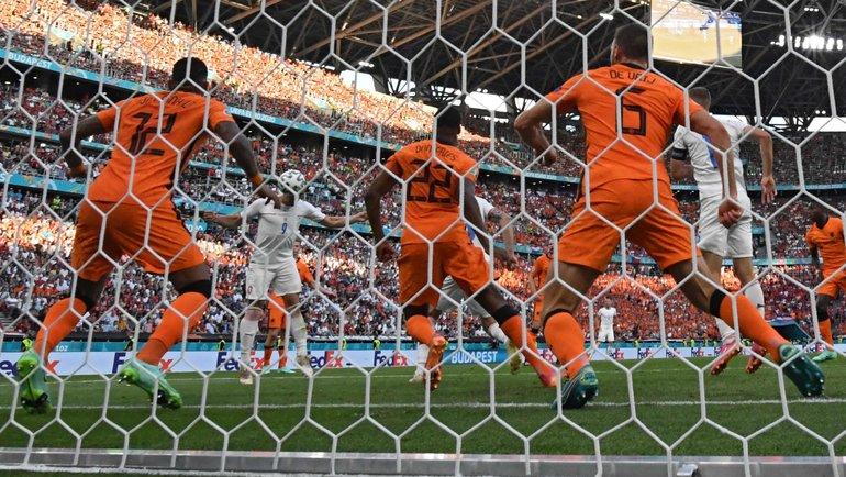 Чехия выбила Голландию сЕвро. Карасев удалил деЛигта, аПромес уже неспас