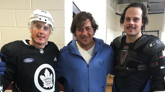 Борис Дороженко (поцентру) извезда НХЛ Остон Мэттьюс (справа). Фото Instagram