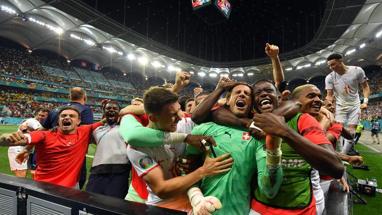 28июня. Бухврест. Франция— Швейцария— 3:3. Футболисты сборной Швейцарии вышли вчетвертьфинал чемпионата Европы.