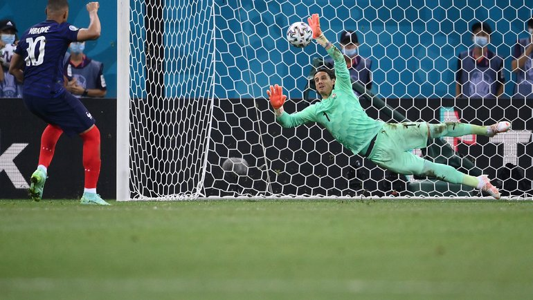 Мбаппе провалил Евро. Решающий промах спенальти, ноль голов искандалы спартнерами