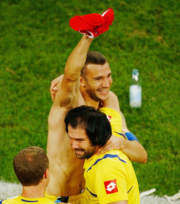 26 июня 2006 года. Кельн. Швейцария - Украина - 0:0 (0:3 пен.). Андрей Шевченко празднует победу. Фото Getty Images