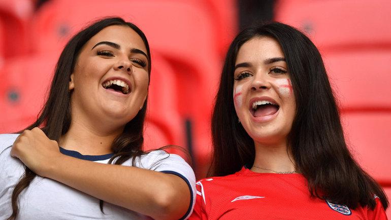 29июня. Лондон. Англия— Германия— 2:0. Болельщицы сборной Англии.