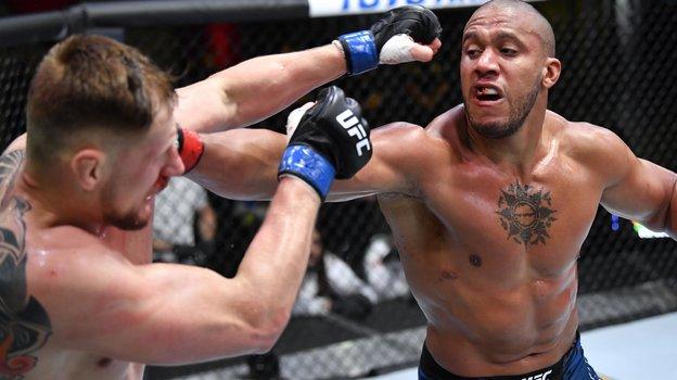 Александр Волков проиграл Сирилу Гану единогласным решением судей вглавном бою турнира UFC Fight Night 190. Фото Getty Images