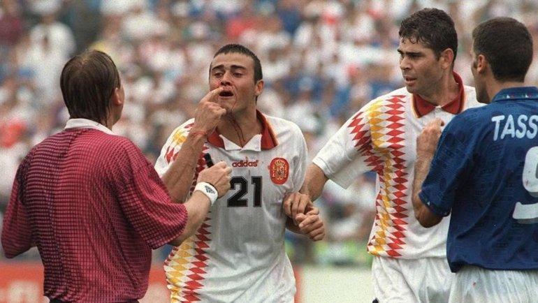 «Луис Энрике хотел убить судью иТассотти». 27 лет назад матч Италии иИспании завершился грандиозным скандалом