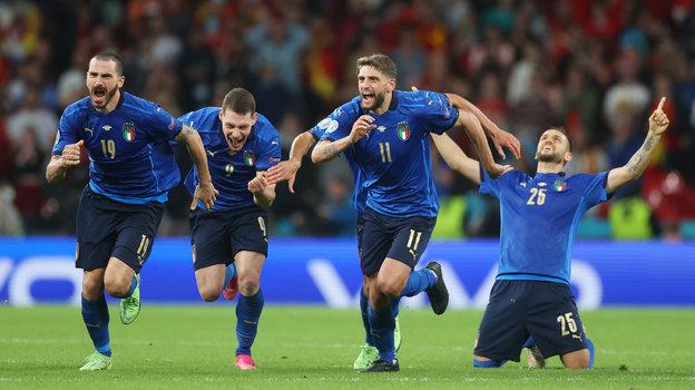 Эмоции игроков сборной Италии после победы. Фото Getty Images