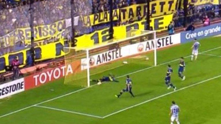 Вилмар Барриос вынес мяч слинии ворот сборной Колумбии. Фото Twitter