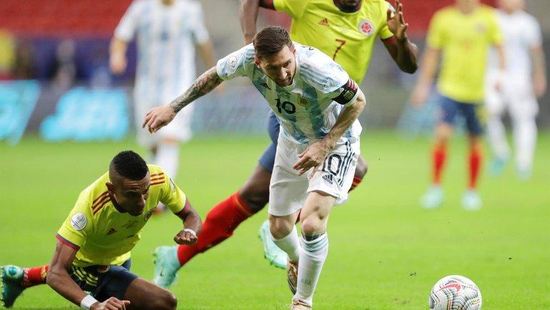 7июля. Бразилия. Аргентина— Колумбия— 1:1. Лионель Месси уходит отсоперников. Фото Twitter