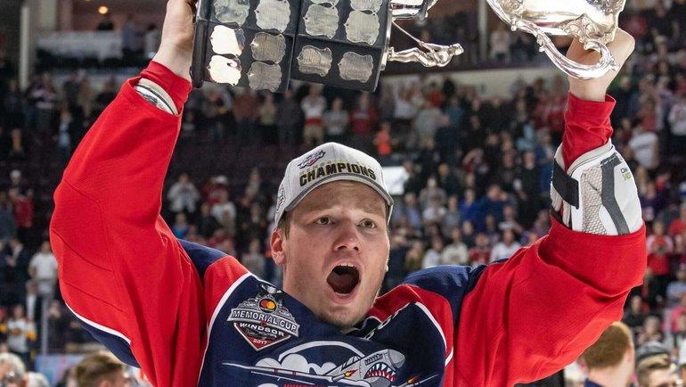 «Они часто кричали наменя. Это двигало вперед». Как российский защитник стал звездой НХЛ