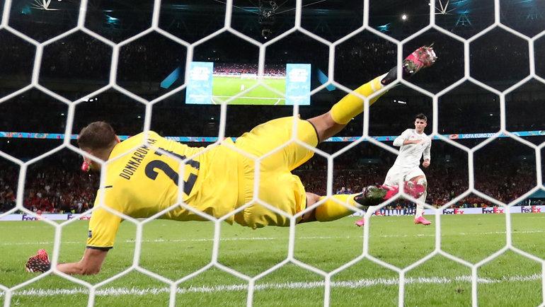 Джанлуиджи Доннарумма отражает пенальти Альваро Мораты всерии полуфинала Италия— Испания. Фото Reuters