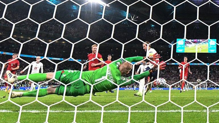 Каспер Шмейхель отразил пенальти, нопропустил повторный удар Харри Кейна вполуфинале Англия— Дания (2:1 д.в.) на «Уэмбли» вЛондоне 7июля. Фото AFP