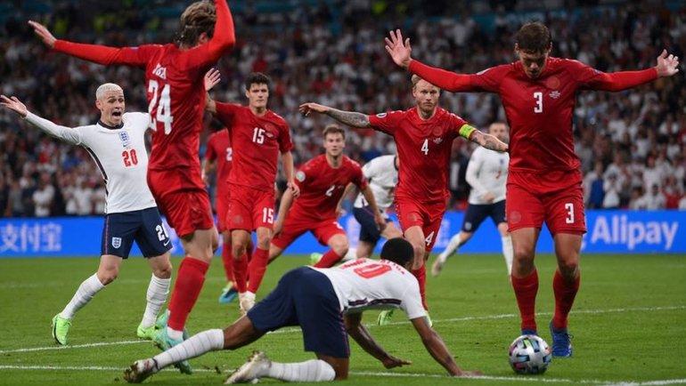 Почему назначен пенальти впользу сборной Англии ипочему невмешался ВАР? Объясняет инспектор УЕФА