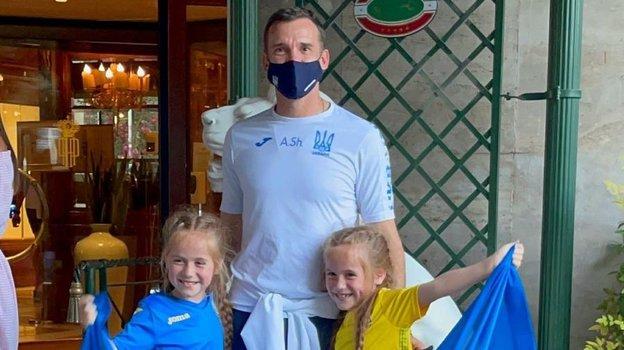 Андрей Шевченко с близняшками Марией и Миланой Гусак. Фото Instagram