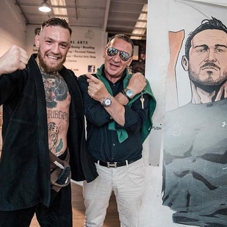 Тони Макгрегор (справа) ссыном. Фото Instagram